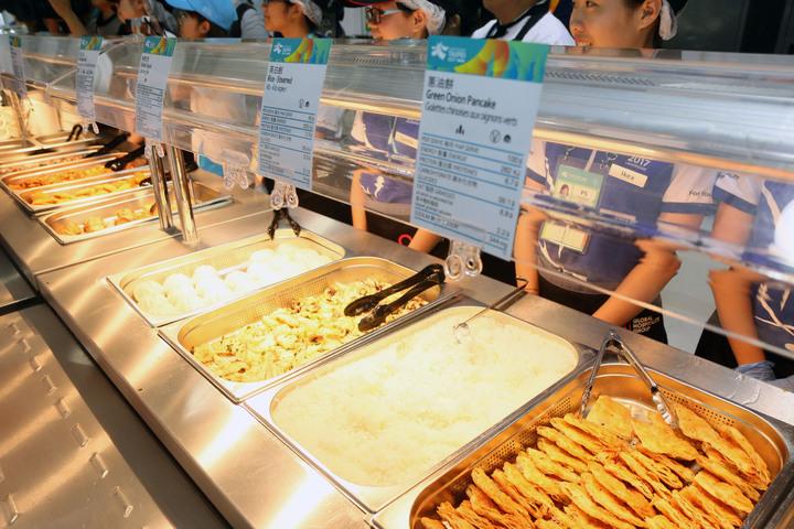 2017世大運選手村今開村,餐廳內的「台灣美食」。記者王敏旭/攝影