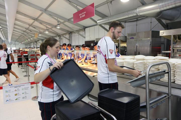 2017世大運選手村今開村,已有代表團隊人員入住並用餐。記者王敏旭/攝影