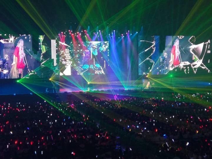 張惠妹演唱會現場氣氛熱鬧,宛如置身大型夜店。記者謝梅芬/攝影