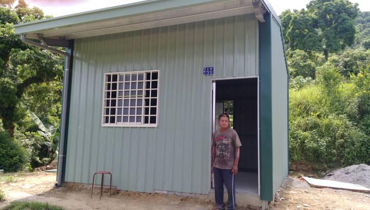 机明星的新「家」落成,在善心人協助下,他終於有個遮風蔽雨,可以安居的家。記者王昭月/攝影