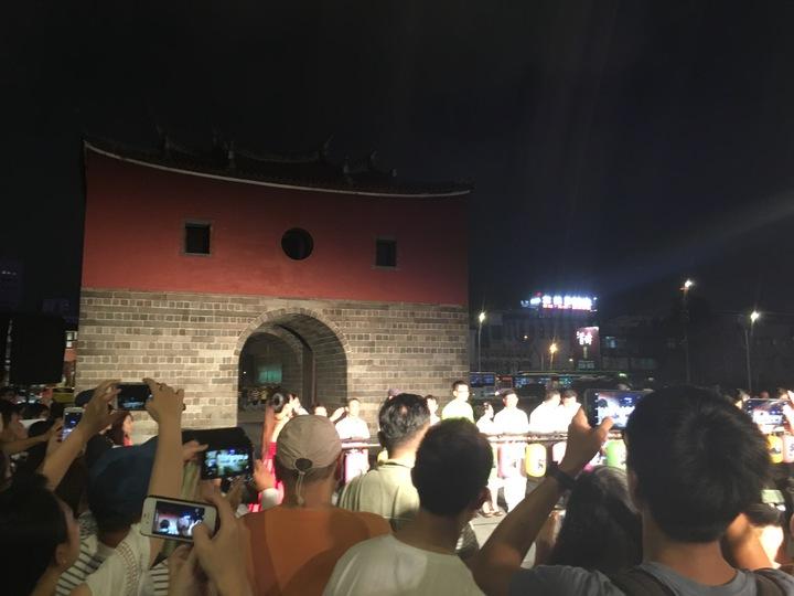日前北門廣場正式開幕,成了吸睛景點,其餘的東門、南門、小南門,北市府已完成夜間燈光修復工程,今晚正式舉行點燈儀式。記者張世杰/攝影