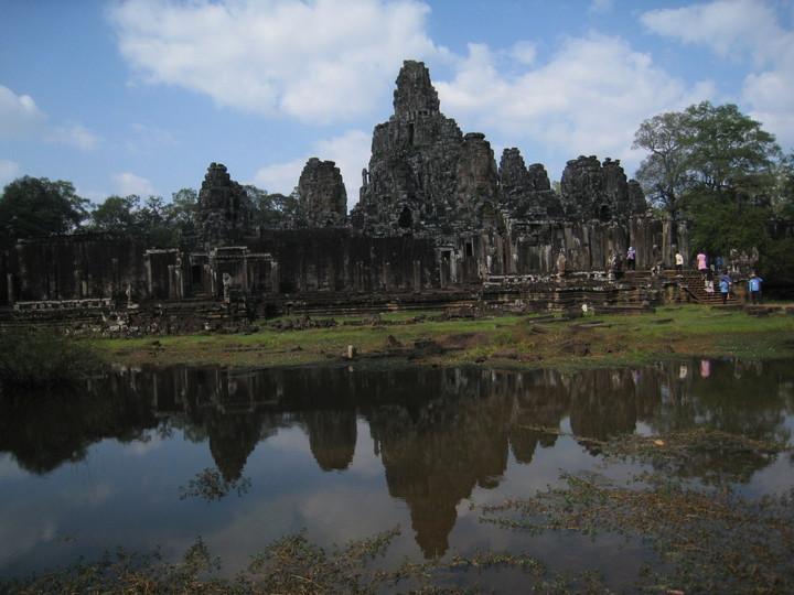 擔任領隊可以踏遍世界遺址或朝聖電影場景,圖為電影古墓奇兵中出現的巴戎寺,就是知名「高棉的微笑」所在地。記者張雅婷/攝影