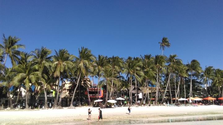 擔任領隊可以看遍各地美景,圖為長灘島美景。記者張雅婷/攝影