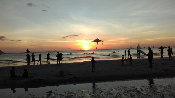 長灘島夕陽也是百看不厭的免費行程。記者張雅婷/攝影