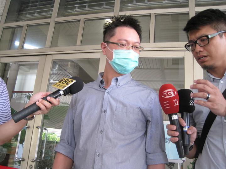 被控殺母的王忠義今天到台中高分院出庭,他說自己沒罪,一點也不擔心,他反而強調這件案子,最後要追究失責的司法官。記者游振昇/攝影