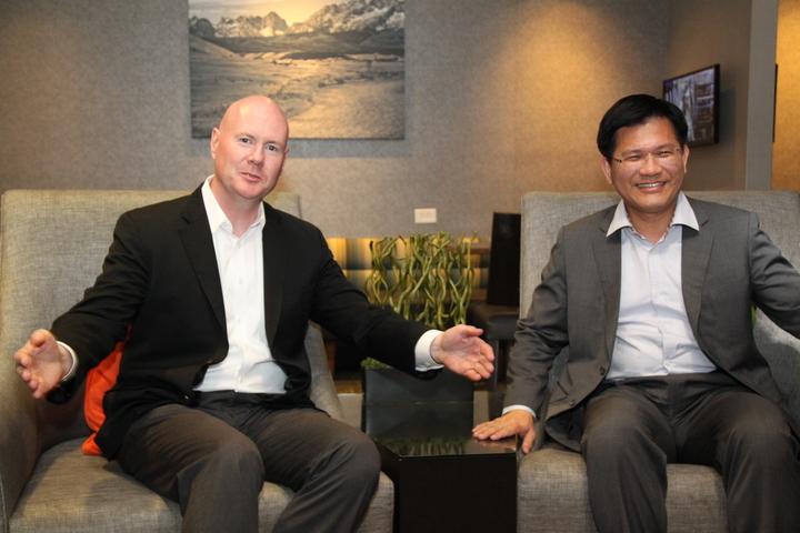 愛達荷州共和黨前主席葉望輝(左)和林佳龍見面,並為自己日前的一席話再次提出說明。記者黃寅/攝影