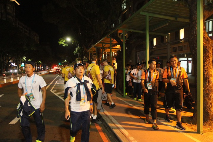 晚間9點多,陸續有遊覽車返回林口選手村。記者王敏旭/攝影