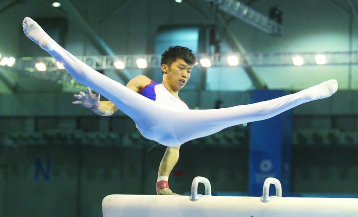 世大運男子競技體操,男子個人單項決賽,中華台北選手李智凱在鞍馬項目以15.300,拿下金牌。記者陳正興/攝影