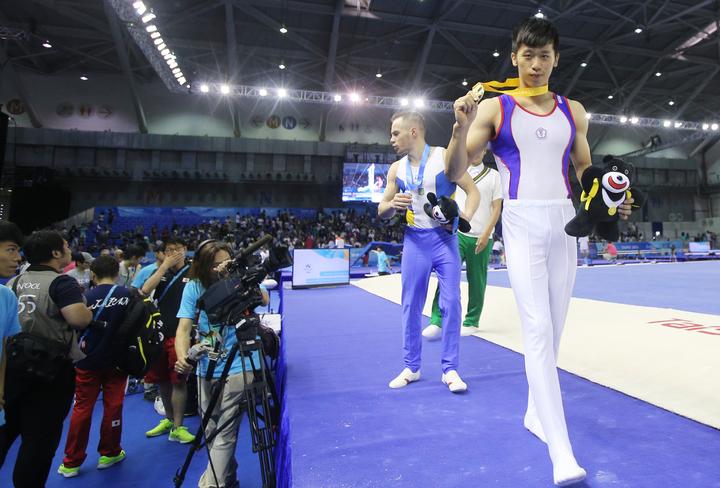 世大運為我國奪下鞍馬首金,李智凱(右)目標放在2020東京奧運。記者陳正興/攝影