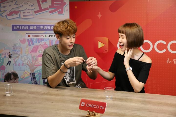 Teddy(左)霸氣向方語昕求婚。圖/CHOCO TV提供