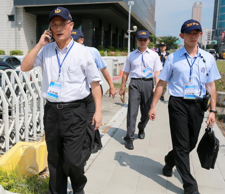 高雄市警察局長陳家欽(左)現場指揮調度警力。記者劉學聖/攝影