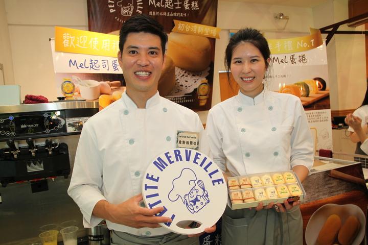 日本人片野&#22338雅也(左)和台灣未婚妻想用美味的起士蛋糕聯繫台日之間的友誼。記者黃寅/攝影