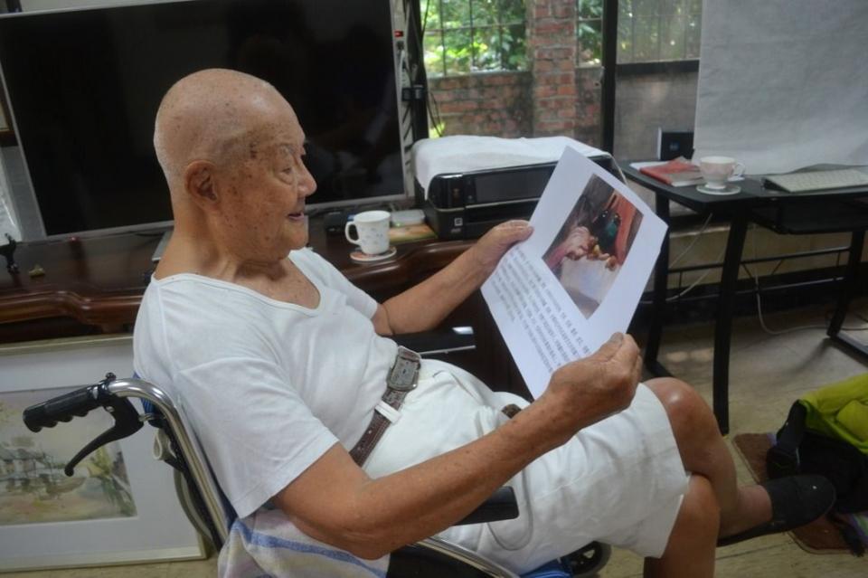 93歲沈健一每天最大的享受就是畫畫與賞畫,也激勵他打敗骨折,又站了起來。記者鄭惠仁/攝影