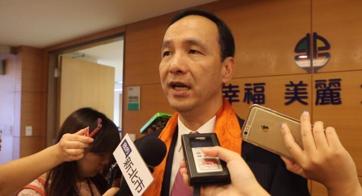 新北市長朱立倫針對媒體詢問最近軍公教人員加薪做出回應。記者王敏旭/攝影