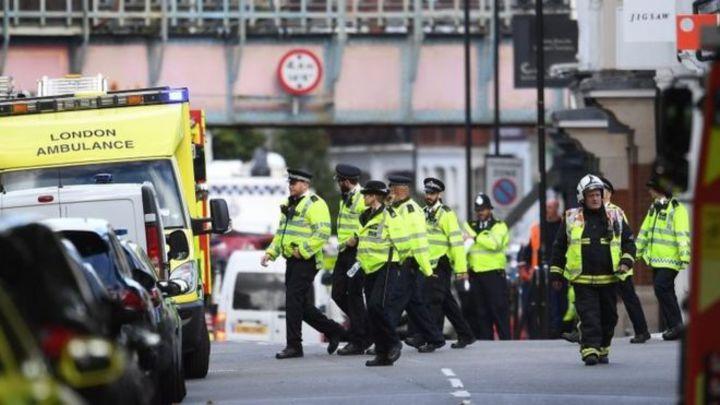 倫敦15日發生地鐵爆炸案,西南區域線列車行經帕森綠地站時一節車廂發生爆炸,造成30人受傷。歐新社