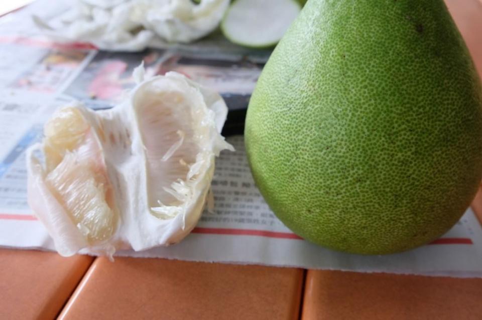 宜蘭冬山鄉文旦柚品質好,柚子表皮細緻,通常代表果肉也幼細。記者張芮瑜/攝影