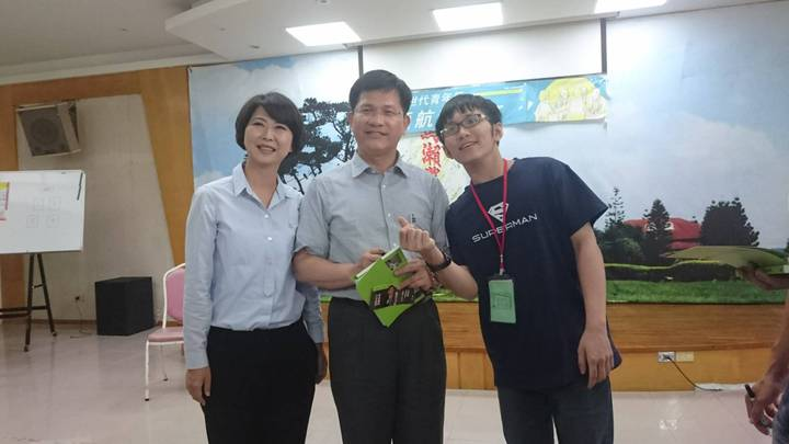 陳亭妃(右)今天表示賴清德曾多次叮嚀她要用心照顧台南人,圖為日前台中市長林佳龍訪問台南時,2人合影。圖/陳亭妃後援會提供