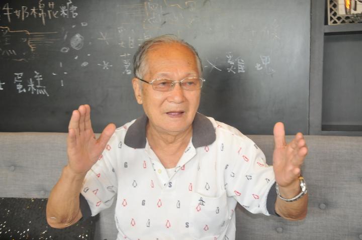 末代礦長葉福田回憶當年採煤的辛酸。記者游明煌/攝影