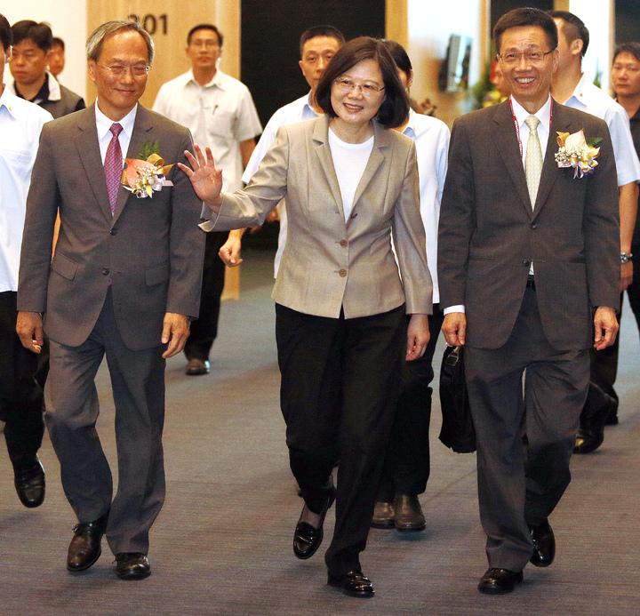 蔡英文總統今天上午出席世界台灣商會聯合總會年會開幕式,媒體提問是否特赦阿扁,蔡英文微笑未回答。記者劉學聖/攝影