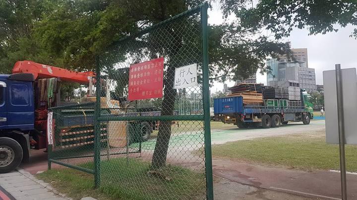 台大運動場舞台今天已大致拆除完成。記者吳佩旻/攝影