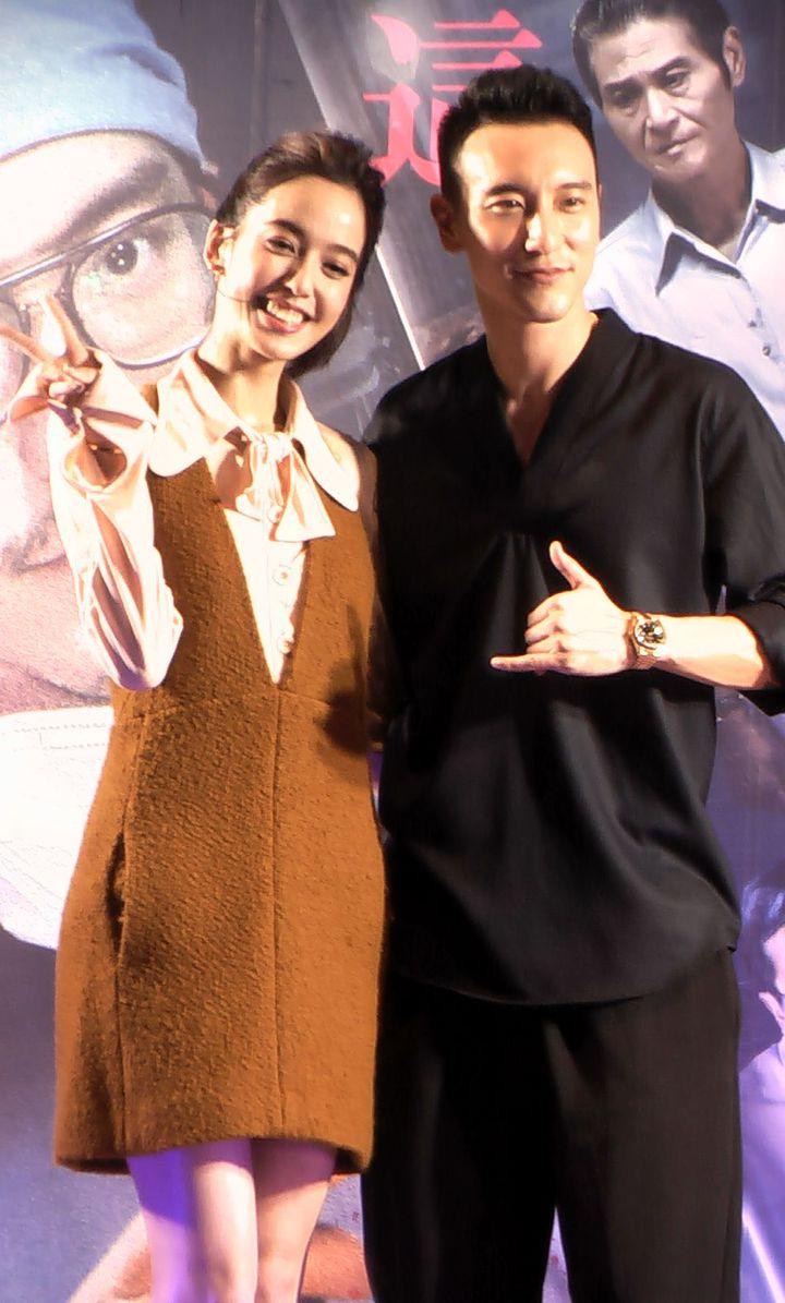 由王陽明(右)、陳庭妮(左)主演的犯罪懸疑電影「盜命師」,在高雄夢時代喜滿客影城舉辦首映。記者徐如宜/攝影