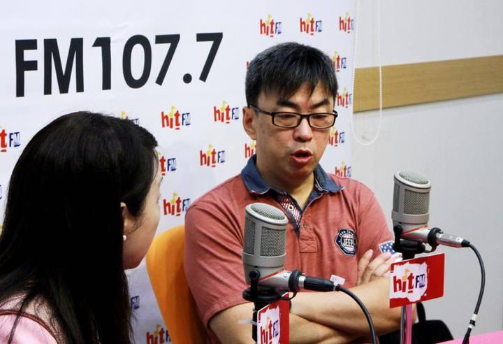 民進黨立委段宜康接受廣播節目專訪。圖/「蔻蔻早餐」製作單位提供。