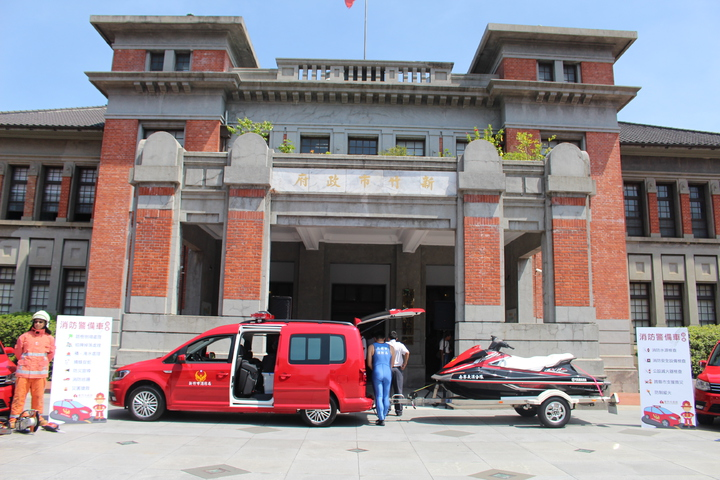 竹市消防局添購10輛新型消防警備車,今天亮相,將分配至每一個消防分隊。記者張雅婷/攝影