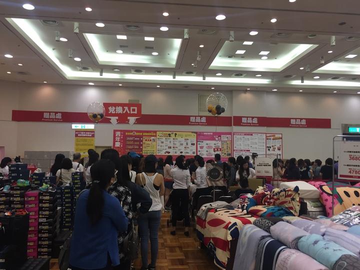 新光三越台南中山店周年慶逢雙十節連假,業績大幅成長5%。記者綦守鈺/攝影