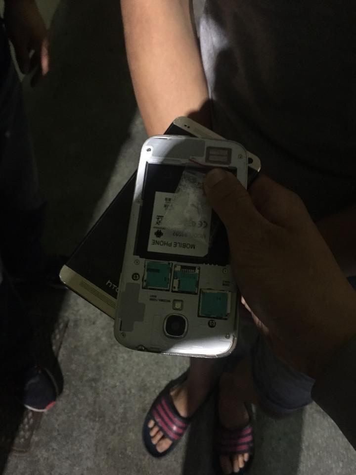 邱嫌的手機沒裝電池,反而塞了1包安非他命。 記者林昭彰/翻攝