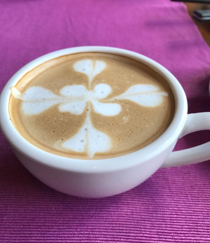 坐在casa PICASSO餐廳喝杯咖啡,看窗外無敵海景,是一大享受。記者吳淑君/攝影