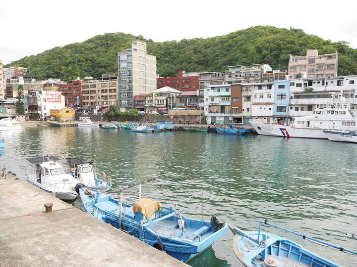 剛完成全台巡演的「舊情綿綿音樂劇」,劇中多次出現的漁港背景,就是正濱漁港旁的懷舊碼頭。記者吳淑君/攝影