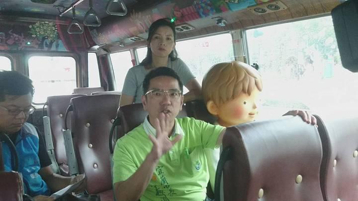 宜蘭市公所的幾米觀光巴士開放周二與周四預約,市長江聰淵今天說,5人成行,指定站點與時間接駁。記者羅建旺/攝影