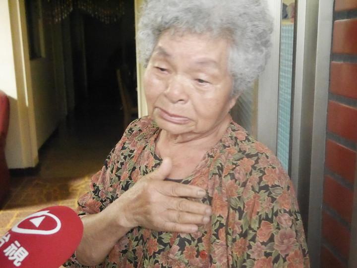 80多歲阿嬤,一想到孫女慘死,就淚流不止。記者吳淑君/攝影