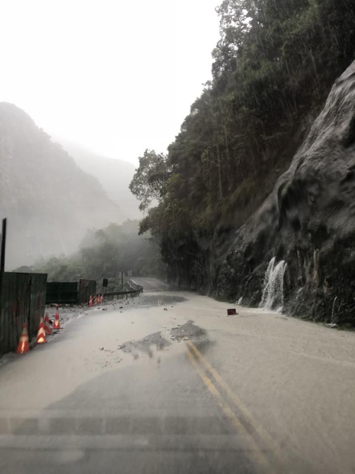 山區公路仍有間歇性強降雨,公路總局呼籲用路人避免進入山區公路。圖/公路總局提供