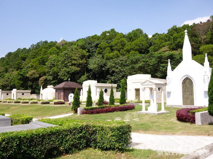 天陵墓園地勢平坦,目前僅開發9公頃,不到兩千個位置。記者郭政芬/攝影