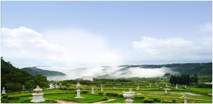 天陵墓園位於關西鎮山區,前身是高爾夫球場,占有絕佳的風景。圖/天陵墓園提供