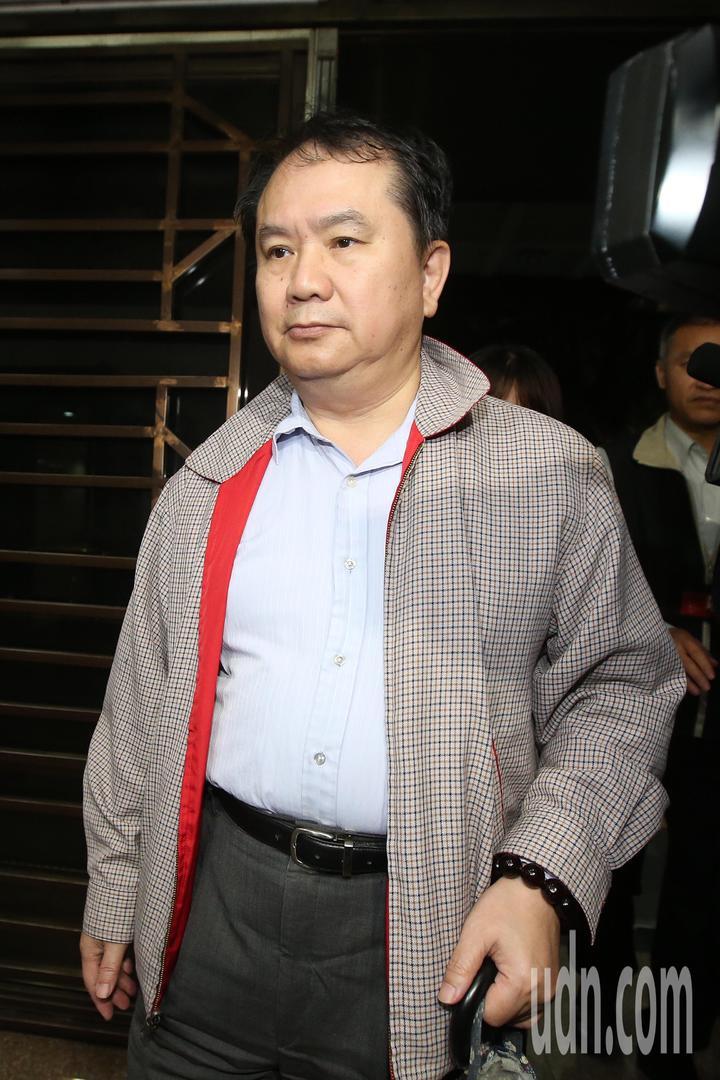內政部移民署資訊組長施明德深夜移送北檢。記者楊萬雲/攝影