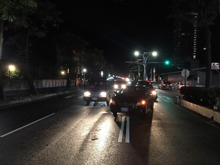 第3車無辜被波及。  記者林昭彰/翻攝