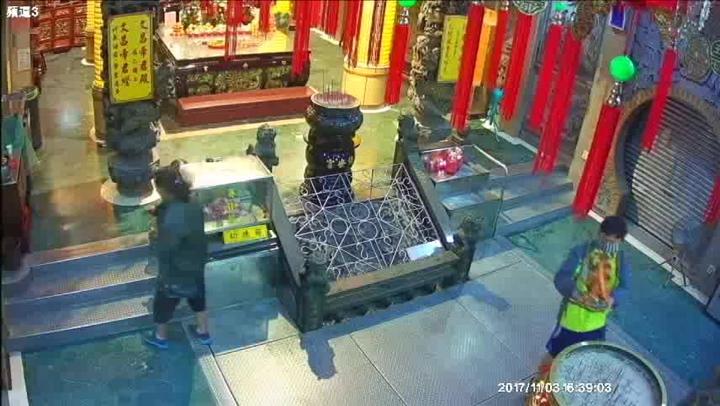 無業男陳嫌為求改運竟赴沙鹿保安宮內竊走三太子神像回家供奉。圖/警方提供
