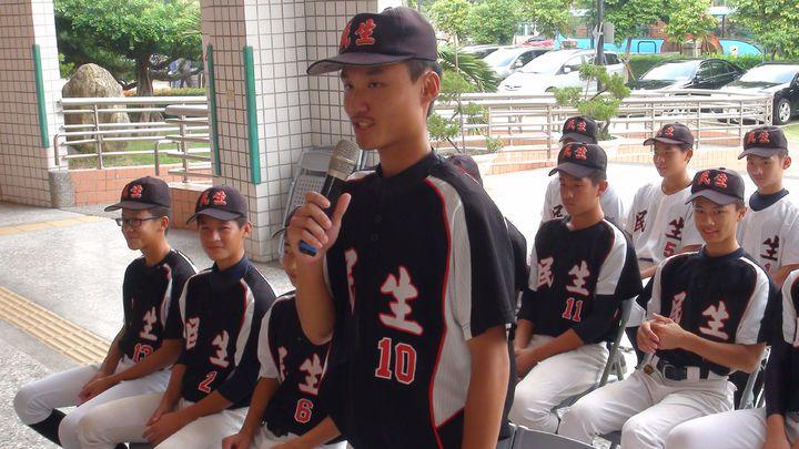 棒球隊隊長朱祐辰感謝學校、市府、教練及家人全力相挺,才能無後顧之憂,在球場上揮灑熱情,燃燒棒球魂。記者王慧瑛/攝影