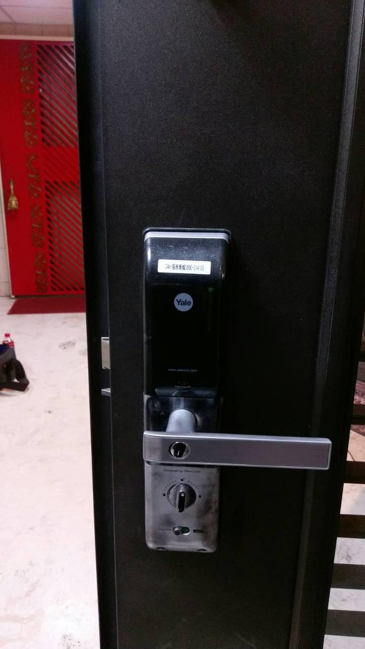 莊的住處裝設密碼鎖。記者林孟潔/翻攝