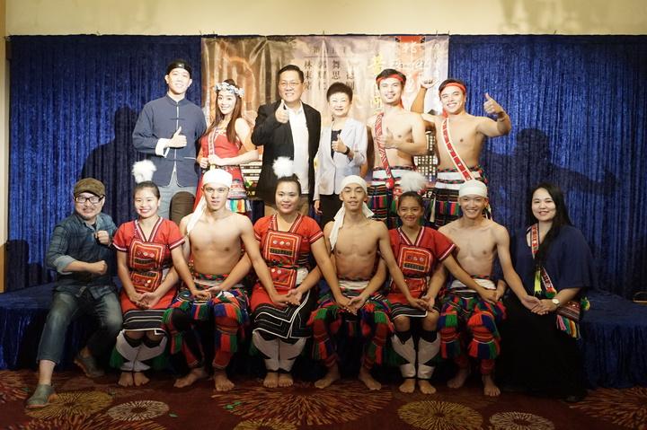 「邦查~黃金河之花」請來花蓮子弟舞思愛等人演出,花蓮高工原舞隊也參與表演。記者王燕華/攝影