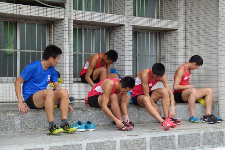 每天上午6點30分田徑隊隊員就要到校練習。記者鄭國樑/攝影