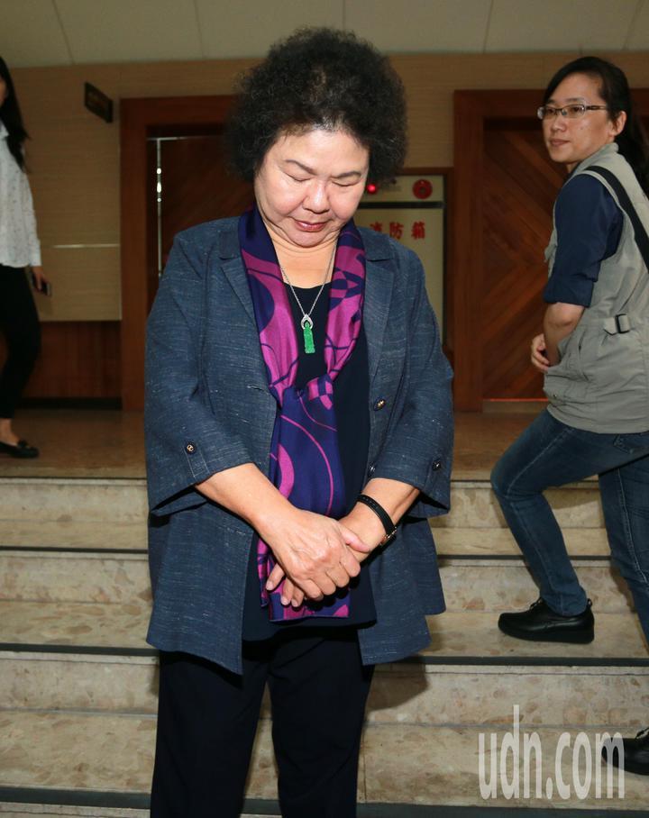 針對前海洋局長王端仁涉入慶富案,高雄市長陳菊今天上午接受訪問時神情嚴肅,表示靜待司法調查。記者劉學聖/攝影