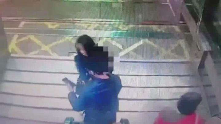 沒穿內褲搭捷運,男子竟偷拍裙底風光,被害女子察覺在熱心民眾協助下逮人報警送辦。記者王長鼎/翻攝