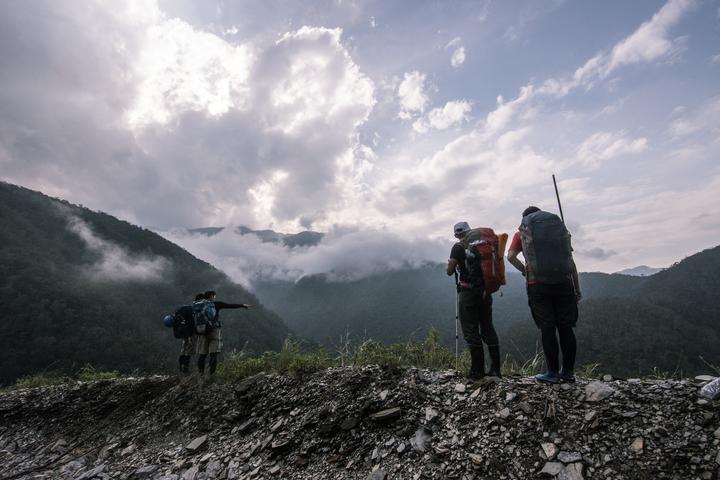溯溪者以宜蘭南澳溪流為基地,翻越無數條溪流後,看見的不只壯麗山景,還有原住民泰雅族古老智慧;他們將這些「越」歷拼湊成片長38分鐘的紀錄片《翻越之後》。圖/激流勇士提供