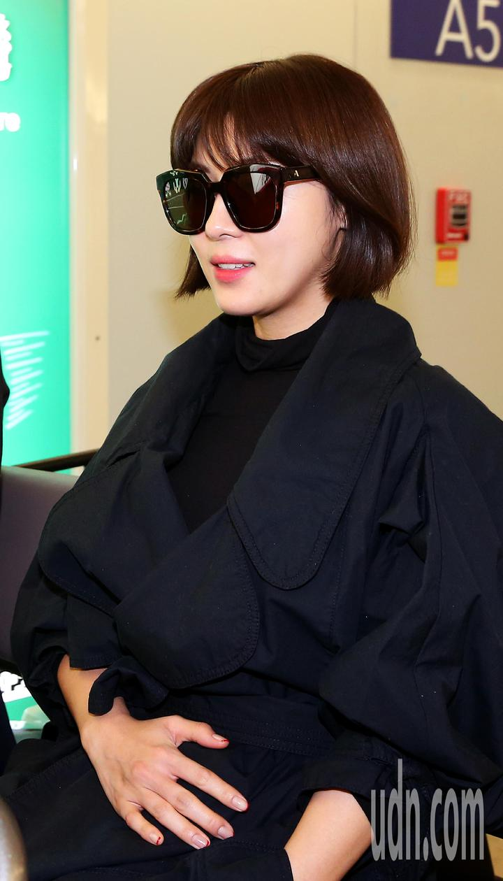 南韓藝人河智苑22日中午搭機抵達桃園機場,將出席金馬獎系列活動。 記者陳嘉寧/攝影
