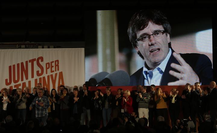前自治區主席普伊格蒙特,視訊參與加泰隆尼亞議會選舉造勢。美聯