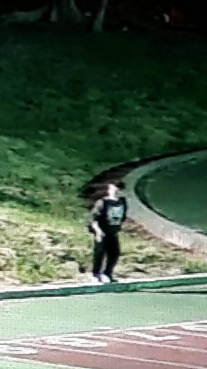 焦男曾在10月大學校慶時偷學生背包。記者謝恩得/翻攝