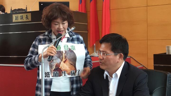 台中市議員李麗華指空汙害民眾的肺生病了,市長林佳龍強調訊錯誤 !記者陳秋雲/攝影